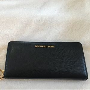 Micheal Kors Jet Set Travel Continental Wallet NWT